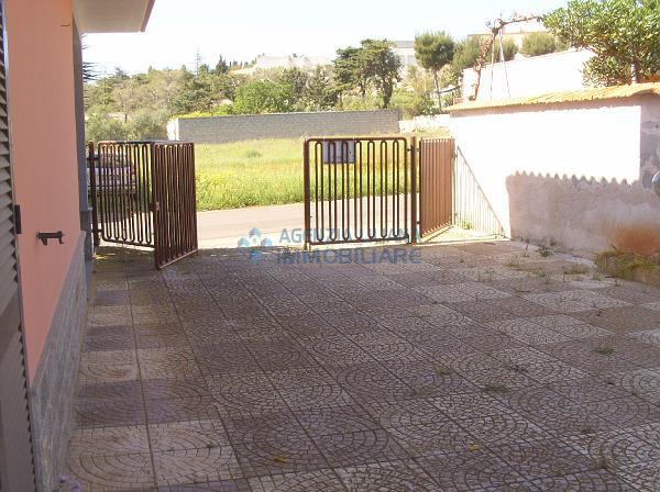 Immobile su due livelli con giardino-S. Maria al Bagno-Nardò-004