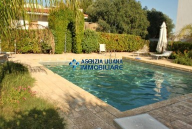 apartment with swimming pool salento