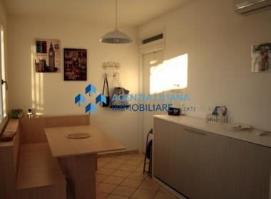 """Zona """"Quattro Colonne"""" - Appartamento Vista mare-S. Maria al Bagno-002"""